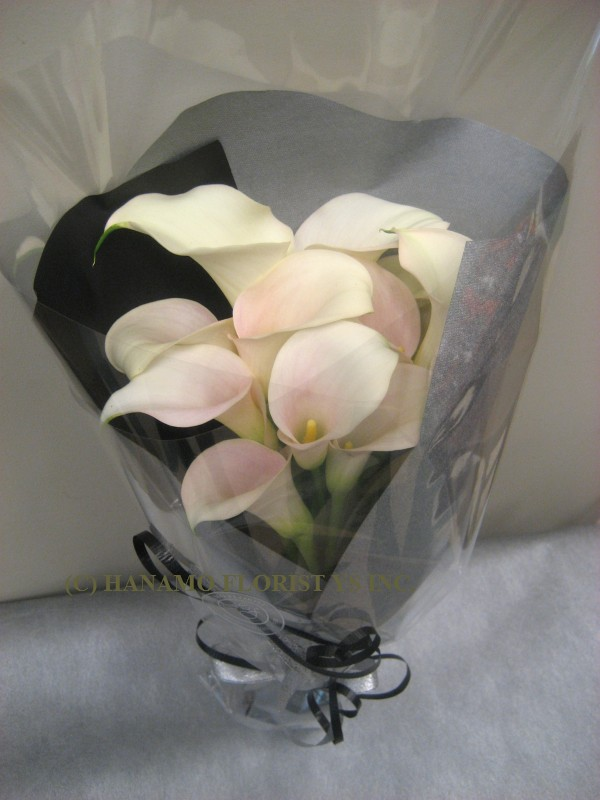 HAND013 One Dozen Calla Bouquet