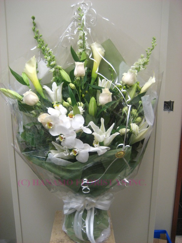 HAND020 Bouquet in White ML (M size available at $100.00)
