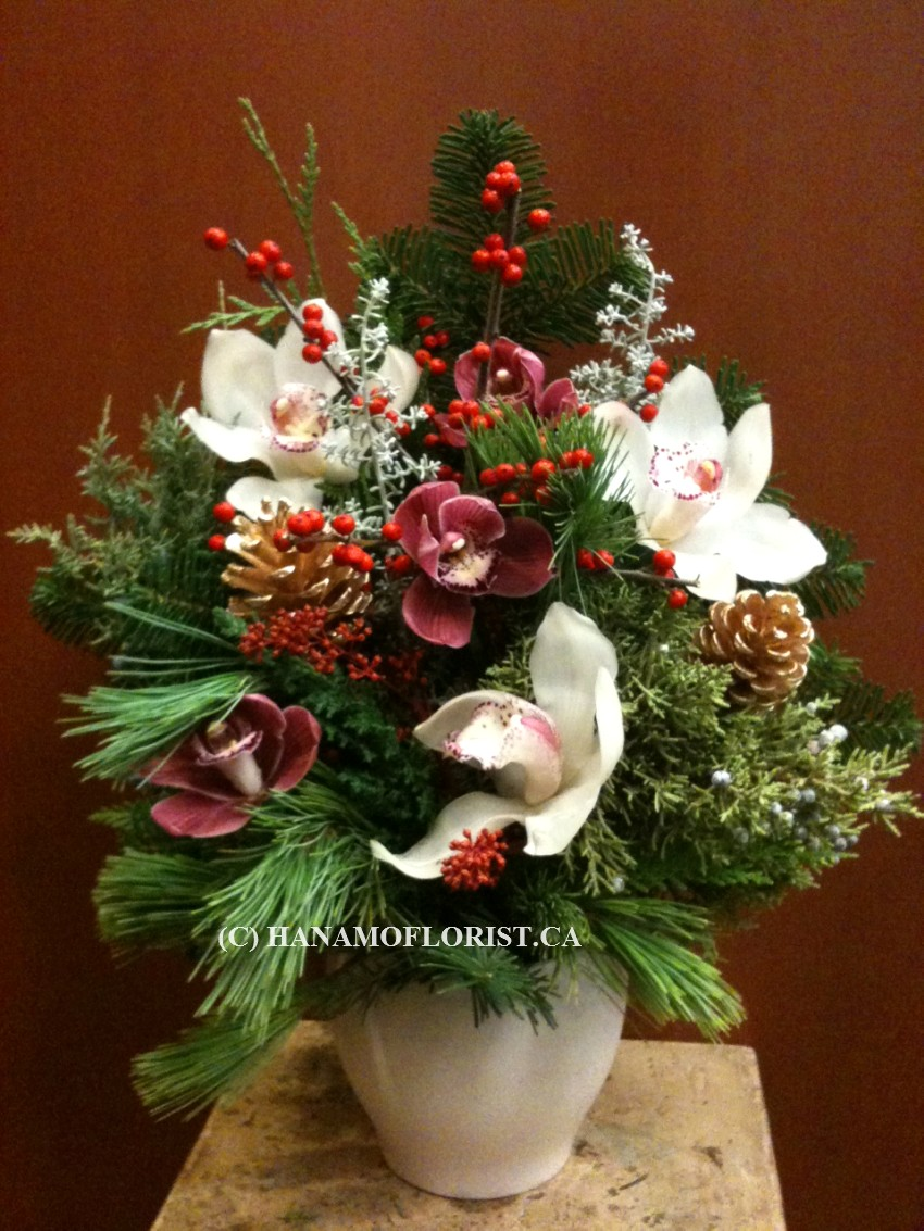 CMAS401 Fresh Holiday Arrangement in a ceramic vase