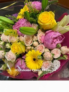 HAND717 Designer's Choice Seasonal Hand-tied Flower Bouquet M - Click Image to Close