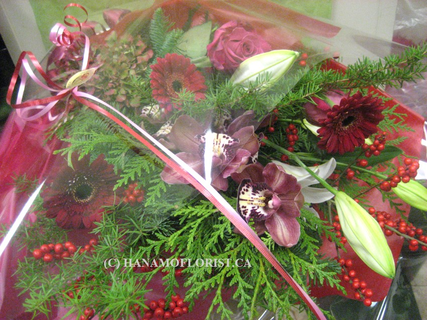 CMAS602 Christmas Hand-tied Bouquet in Cello