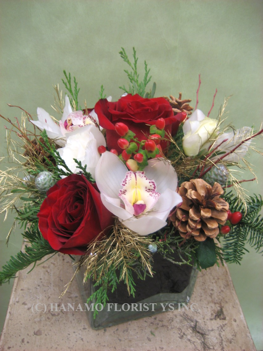 "CMAS023 Christmas 4"" Cube Vase Arrangement"