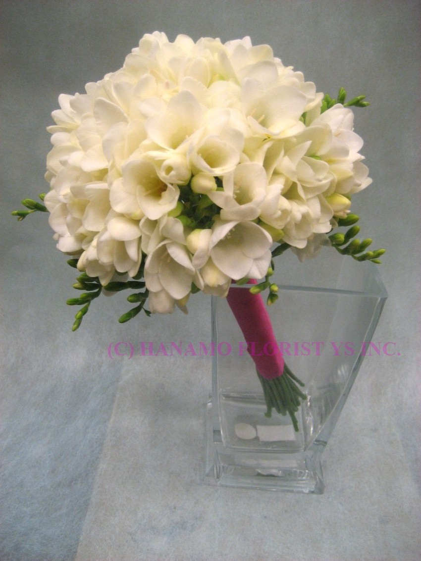wedb073 white freesias wedding bouquet wedb073 hanamo florist online store. Black Bedroom Furniture Sets. Home Design Ideas