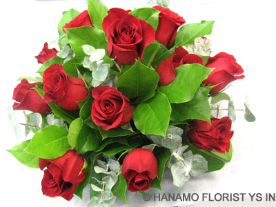 TABL006 1 dz LEcuadorian Red Rose Low Table Centre Arrangement